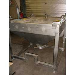 3869 - 300L stainless steel tank for storage